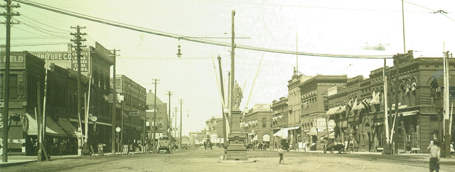 Broadway looking north, 1908