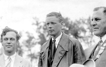 Murray Baldwin (President of the Fargo Aeronautic Club), Lindbergh, Fargo Mayor J. H. Dahl.