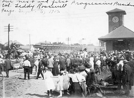 Crowd waiting for Theodore Roosevelt, 1912.
